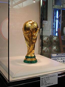 260px-FIFA_World_Cup_Trophy_2002_0103.jpg